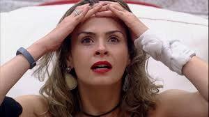 Papel Machê: Ana Paula do BBB 16 questiona Cláusula do contrato...