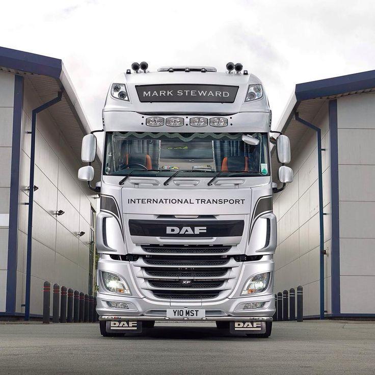 DAF - legenda ciężarówek. DAF Trucks NV to znany i ceniony holenderski producent samochodów ciężarowych, którego pojazdy obecne są na całym świecie. Ciężarówki DAF słyną nie tylko z bardzo dobrych osiągów na drodze, lecz także z niezwykłego stylu, elegancji oraz bogatego wyposażenia wewnątrz. Kierowcy chwalą je za komfort jazdy, niezawodność oraz sporą siłę niezbędną do transportu drogowego. #motoryzacja #auto #ciężarówka #samochody ##Ciężarówka ##DAF