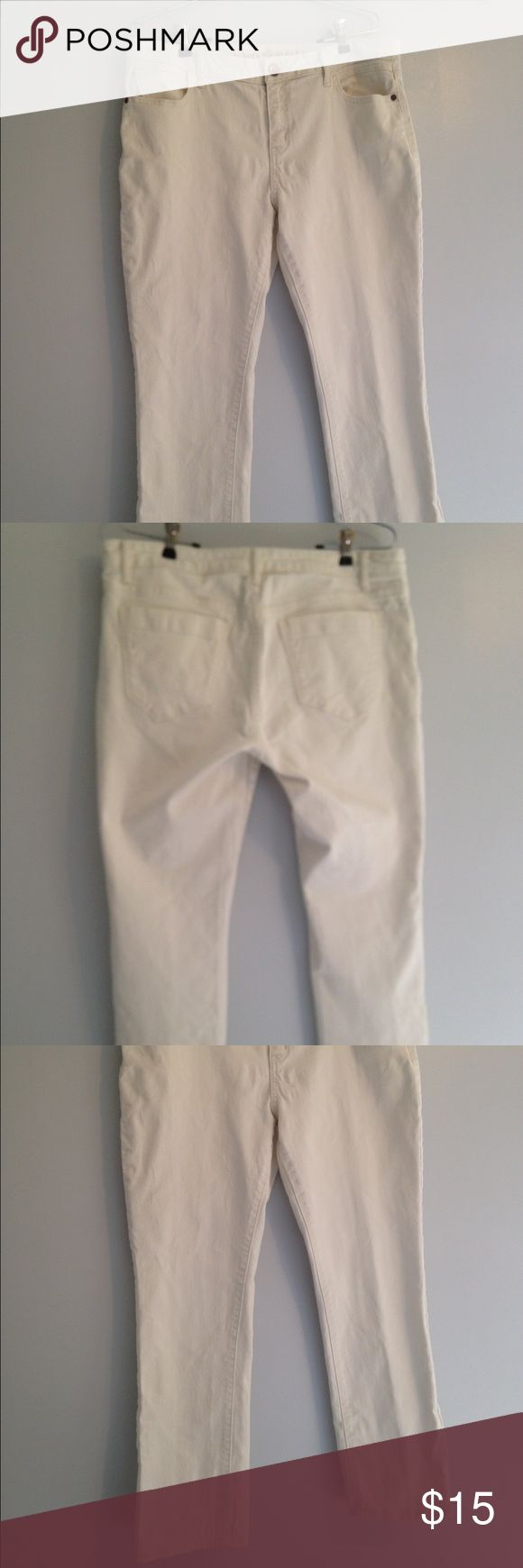 """Vera Wang, Simply Vera Cropped jeans Vera Wang, Simply Vera off-white denim ankle-length jeans, inseam = 27"""", shown with Loft top available for sale in a separate listing. Simply Vera Vera Wang Jeans Ankle & Cropped"""