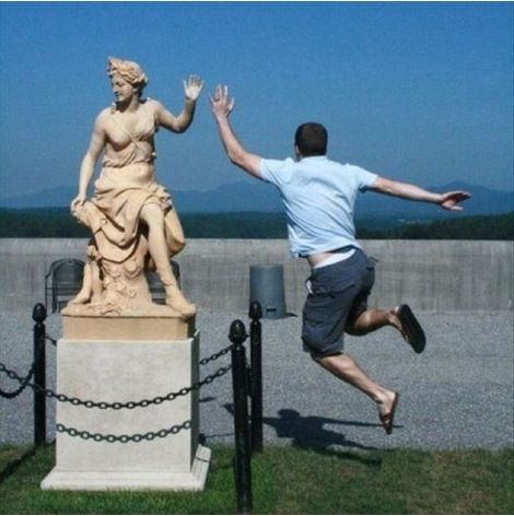 your_hand_madame Playing with statues – part 4 : Be Happy !