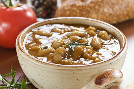 Chili aus weißen Bohnen mit würzigem Couscous