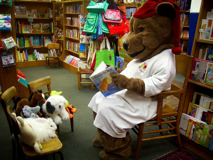 #sleepytime Bear reading to his friends