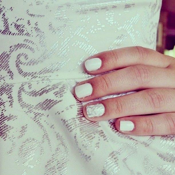 #fest #middag #på #Nordhordlandfhs #fhsliv #dronningmaud #formasj #neglelakk #kjole #dress #silver #white #nails #nailpolish #nailart #girly #party #fun #enjoying #life #fashion #love