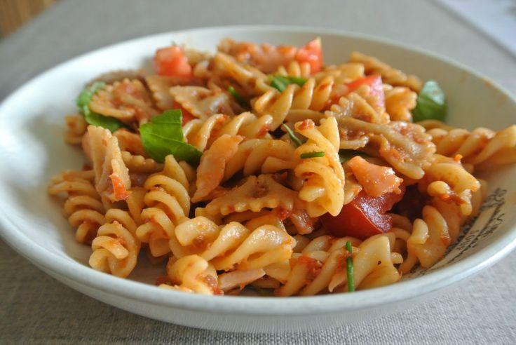 Koude pasta salade met pesto