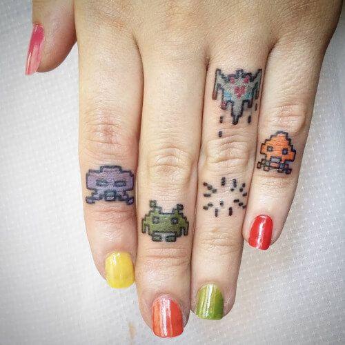 46 besten finger tattoos bilder auf pinterest finger tattoo designs t towierungen und ringfinger. Black Bedroom Furniture Sets. Home Design Ideas