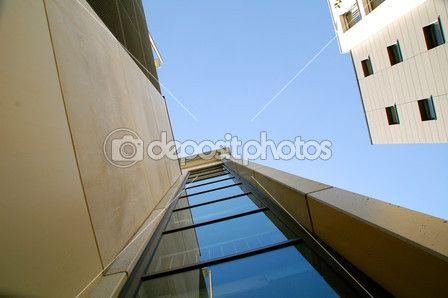 Lizenzfrei downloaden...    #modern #lager #industrie #high #groß #glänzend #glass #glanz #gestaltung #futuristic #front #facade of a house #city #building #Struktur #Stahl #Perspektive #Fassade #Büros #Bau #Architektur