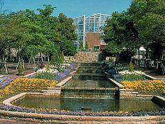 名古屋市内からも気軽に行けるグリーンピア春日井は四季折々の植物が見られる素敵な公園ですよ() 動物がいるので触れあえたりできて小さいこども向けの遊具もあるのでお弁当を持って出かけてもいいと思いますよ  tags[愛知県]
