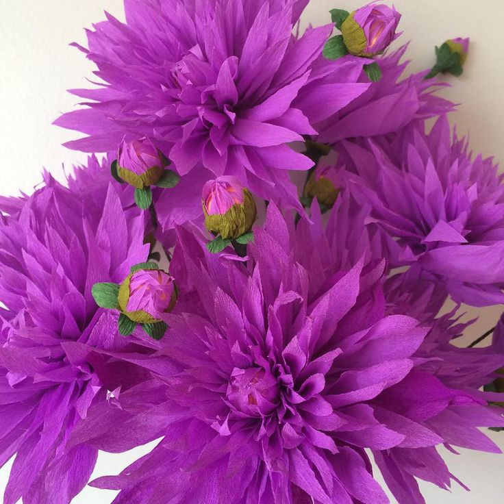 Dreamy purple dahlias! #dahlia #purpleflowers #purple #flowers #paperflower #paperflowers #paperflorist #paperartist #botanicalartist #papercraft #handmade #handcrafted #slowflowers #dsfloral #designmilk #weddingflowers #eventflowers #customflowers #papergardenerssociety #pgscastle