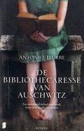 De bibliothecaresse van Auschwitz - Antonio Iturbe. Een 14-jarig meisje verbergt in Auschwitz met gevaar voor eigen leven de acht boeken die als illegale bibliotheek fungeren in het schooltje van het concentratiekamp. Reserveer:   http://www.theek5.nl/iguana/?sUrl=search#RecordId=2.283982