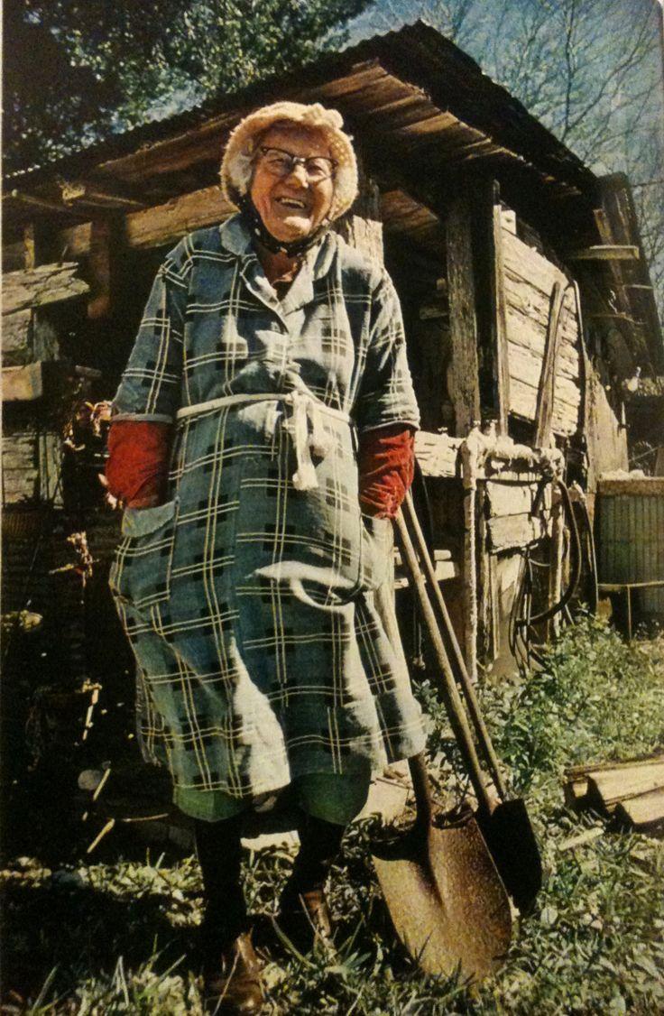 Хозяйка уговорила садовника фото 561-867