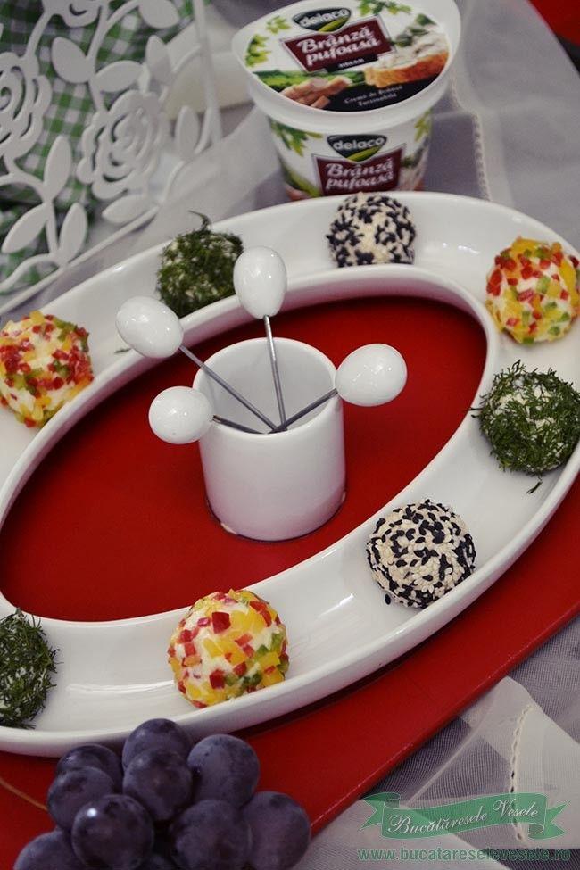 Bilute de branza cu struguri- reteta aperitive rapide. Cum se pot face Bilute de branza cu struguri.Reteta aparitive festive cu branza.