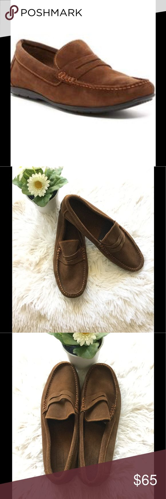 💙Sandro Moscoloni Easy Leather Venetian Loafer💙 Comfortable construction defines a handsome Venetian loafer fitted with elastic insets for a custom fit.  Leather upper and lining/rubber sole true to size made in Spain In Pristine condition no visible sign of wear 💙 Sandro Shoes Loafers & Slip-Ons