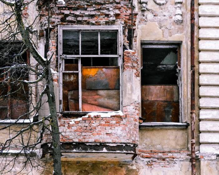 исторические здания Витебска продолжают разрушаться  В конце декабре 2015 года появилось сообщение о том, что здание со статусом историко-культурной ценности продано по результатам торгов в фонде «Витебскоблимущество». На месте неиспользуемого дома по улице Ко�