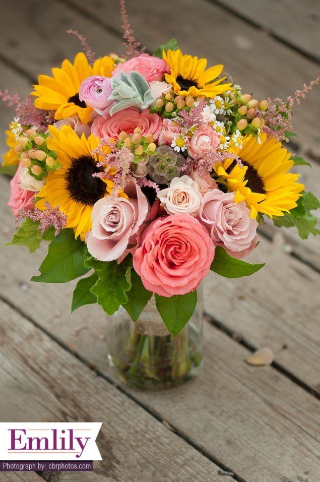 Sunflower and Coral Roses bridal bouquet. Sunflower wedding. Rustic wedding flowers. Country wedding.