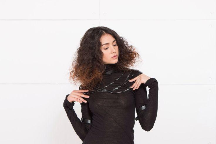 Наши суровые мастера приготовили для прекрасных девушек серию эксклюзивных украшений из кожи Elegance Harness, которые созданы, чтобы подчеркнуть их сексуальность и желанность. Встречайте Elegant Queen Harness - 790 грн. Бесплатная доставка.  Для заказа пишите сюда - MAIL@SKINANDBONES.COM.UA ВНИМАНИЕ МУЖЧИНЫ! Будьте осторожны прежде чем отпустить девушку одну в этом украшении. Она станет невероятно притягательной и сексуальной. #skinandbones #woman #handmade #leather #harness #collar…