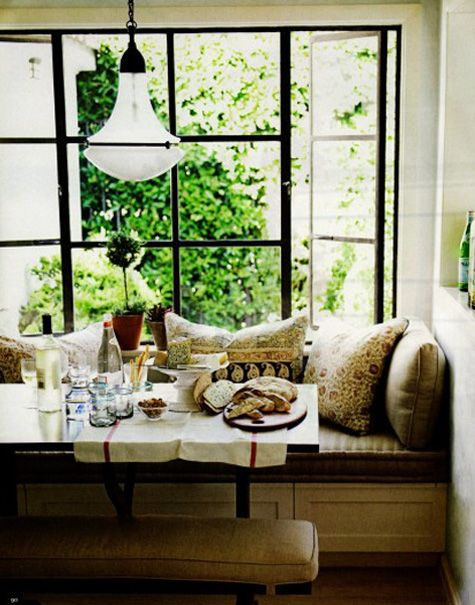 window seat obsession. Do this in the kitchen!