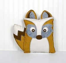 What Does the Fox Say? Woodland Fox pillow with template. Free sewing pattern.