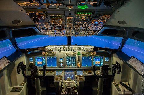 Simulateur de Vol : AéroSim Expérience | Idée Cadeau QuébecPRENEZ LES COMMANDES DU 1ER SIMULATEUR DE VOL DE GRADE PROFESSIONNEL POUR GRAND PUBLIC AU CANADA. -                               Mots-clés :  AéroSim Expérience Avion expérience simulateur simulation vol                           - http://www.ideecadeauquebec.com/simulateur-de-vol-aerosim-experience/