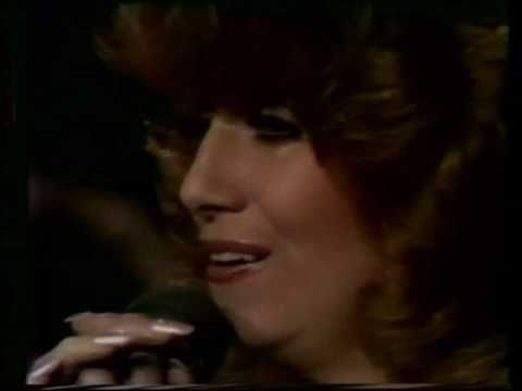 Dottie West fave country female singer I have seen many times at Lake Winnepesaukah in Chattanooga Tennessee...a great country artist taken from this earth too soon  https://www.youtube.com/watch?v=0gn3Afpy2-E