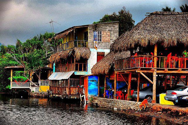 El Tunco, El Salvador. Me encantan todos los colores brillantes.