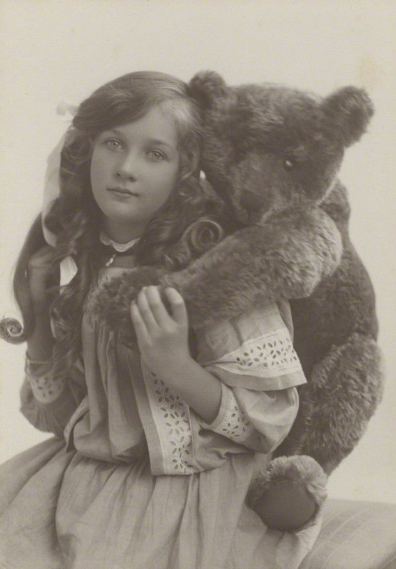 Marjorie McGegan (née Luke) by Rita Martin. 1910 http://www.npg.org.uk/collections/search/person/mp16618/marjorie-mcgegan-nee-luke