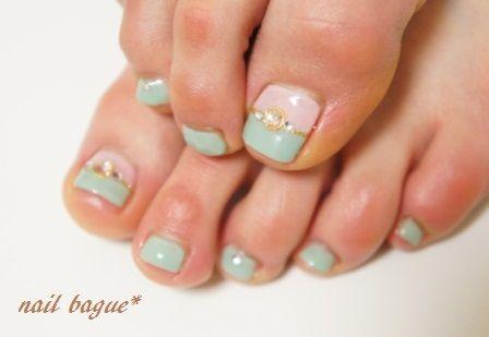 *お客様ネイル:爽やかなグリーンのバイカラーフットネイル の画像|埼玉 朝霞 ホームネイルサロン「nail bague(ネイルバーグ)」