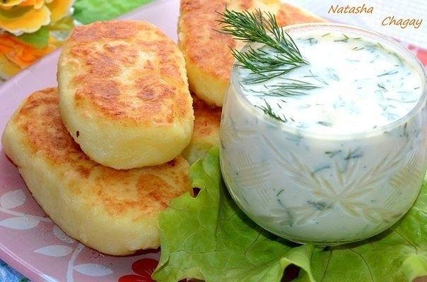 Картофельные котлеты с молочным соусом.