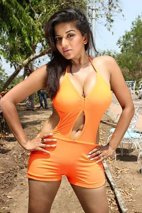 The hot and sexy pics collection of our bhojhpuri seducing yummy maal monalisha wet pics.