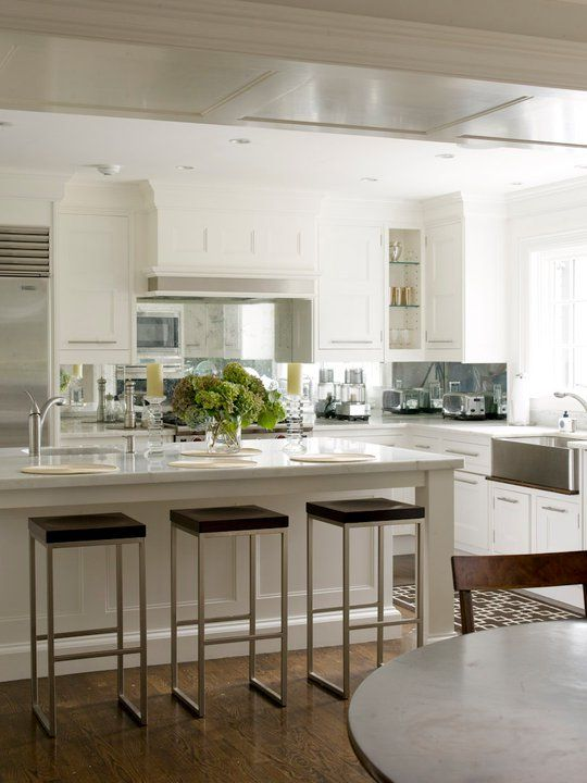 White kitchen cabinets christopher peacock kitchen for Christopher peacock kitchen cabinets
