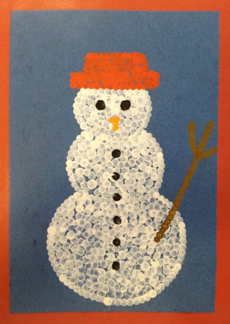 Bonhomme de neige peint avec des cotons tiges