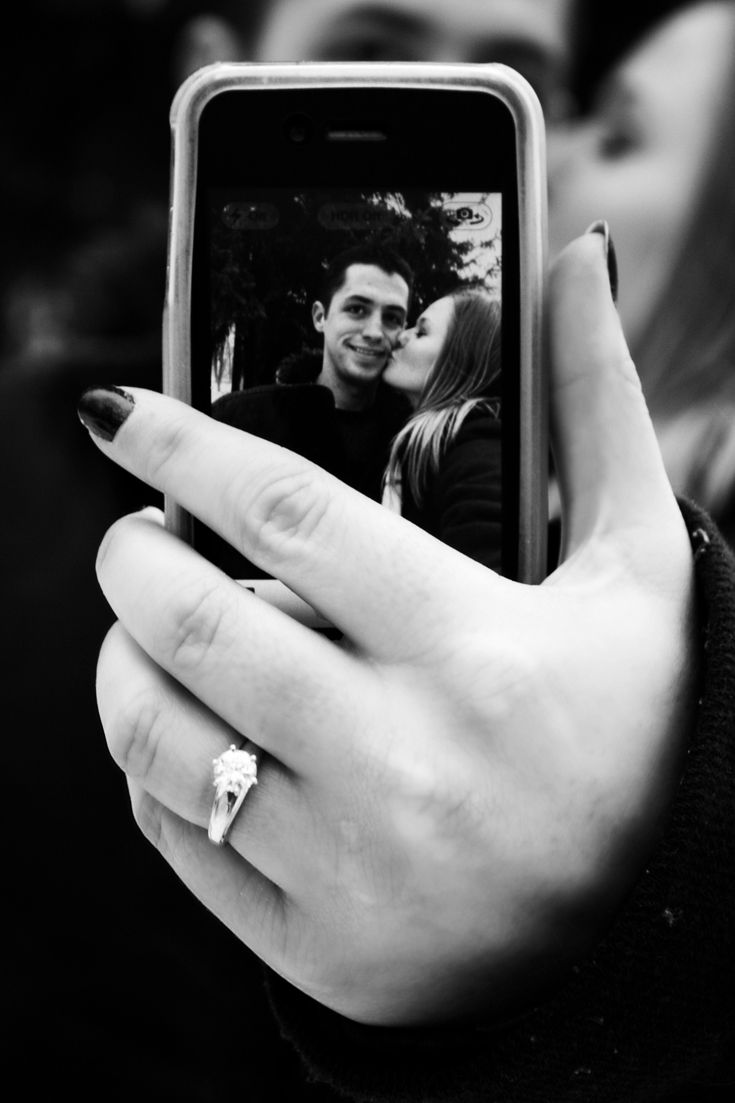 Love this clever engagement ring selfie
