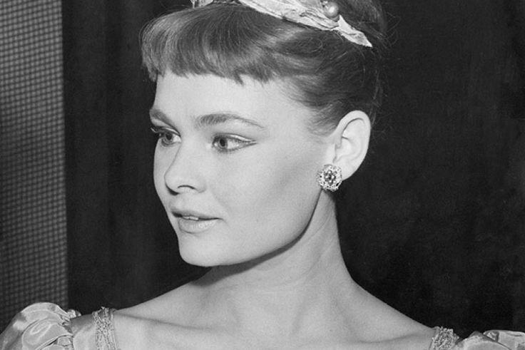 judi dench 1960 youth and beauty pinterest judi