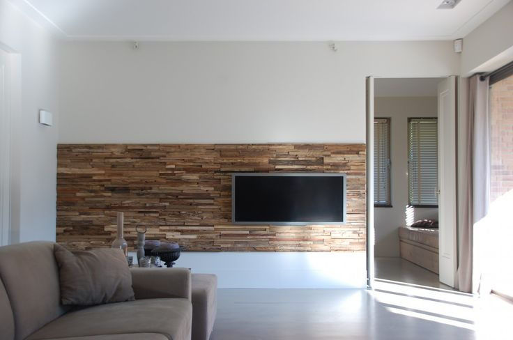 wheels als massief houten wandpaneel in combinatie met tv via,