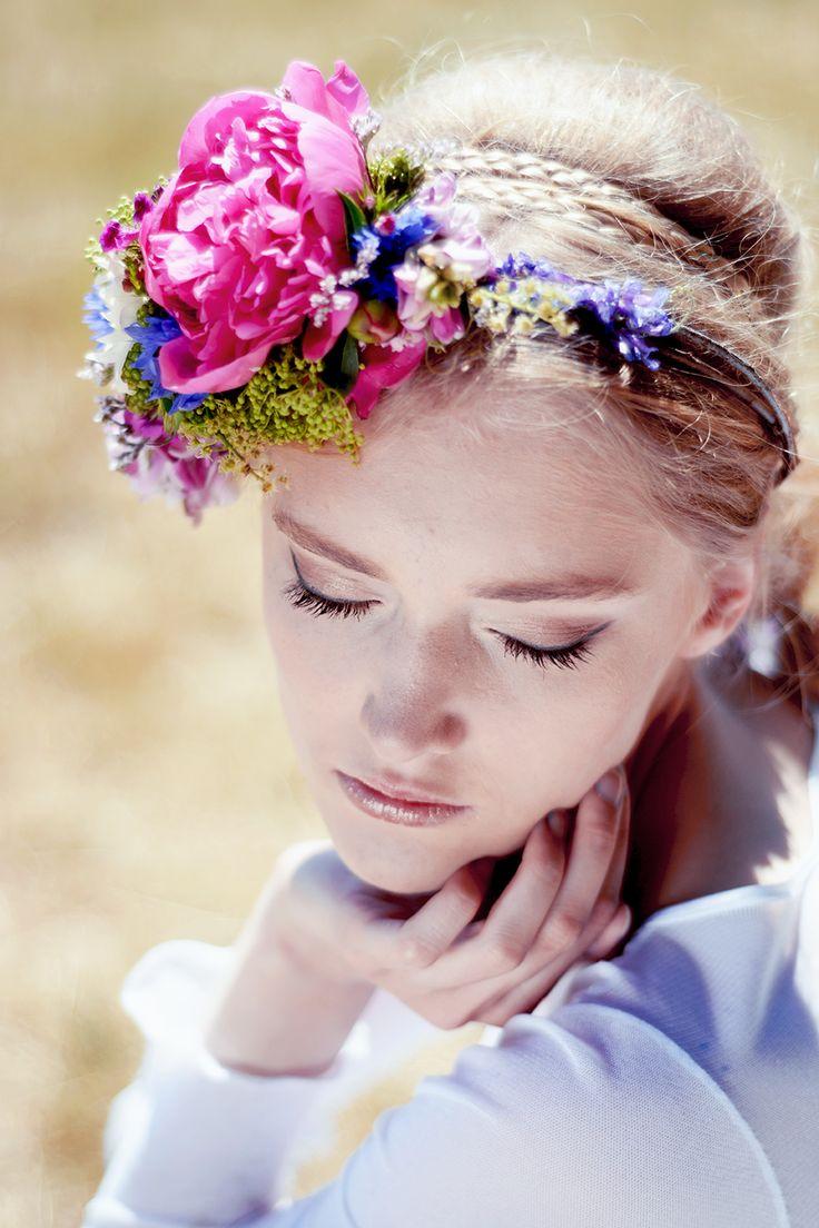 INNA Studio_ flowers for hair / kwiaty do włosów / fascynator duży i kolorowy / fot. Aga Bondyra Fotografia