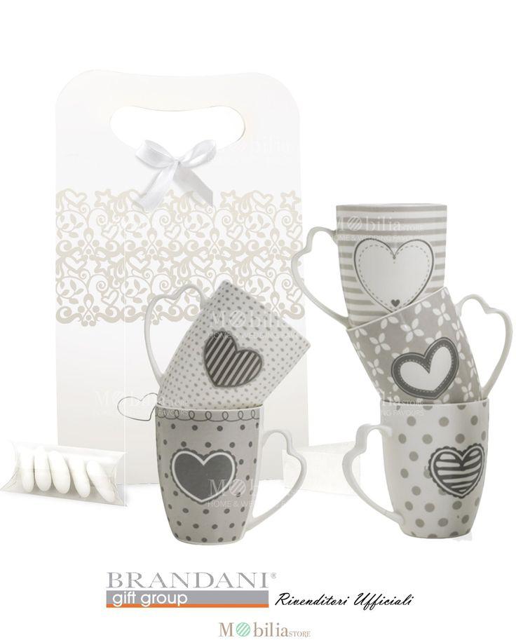 Mug Bomboniere Brandani bellissime tazze romantiche, ideali per matrimonio e cerimonie, realizzate in ceramica New Bone China. Scopri le eccezionali promozioni su Mobilia Store.