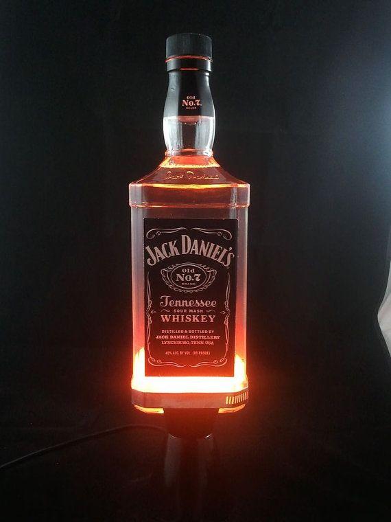 les 25 meilleures id es de la cat gorie lampe jack daniels. Black Bedroom Furniture Sets. Home Design Ideas