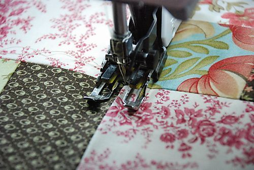 Machine quilting tutorial-- excellent advice on various feet needed and how to use them!