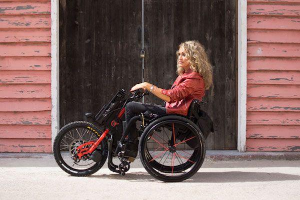 De handbike Batec Electric van Mobility Products is elektrisch aangedreven handbike die je kunt koppelen aan je rolstoel.