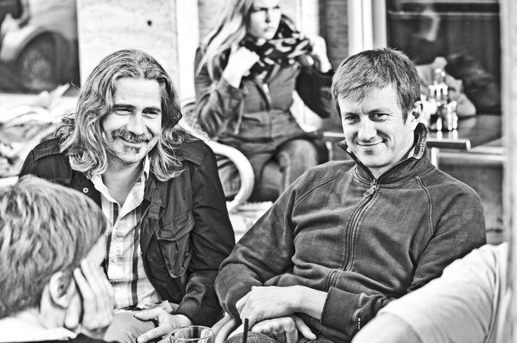 """""""Fontos és meghatározó élményeink közé tartozik, hogy kijutottunk az Eurosonic Fesztiválra, Groningenbe. Az évente megrendezésre kerülő Eurosonic fesztiválra több ezer zenekarból választják ki azt a háromszázat, akik négy napon keresztül léphetnek fel több, mint háromezer szakember, újságíró, fesztiválszervező és harmincezer néző előtt. Angolul adtunk elő és hát fantasztikus volt."""" Janó"""