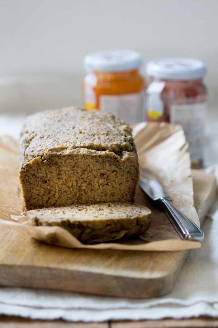 Paleo Brood zonder eieren (met notenvrije optie) Makkelijk te maken, en ontzettend lekker!  EetPaleo.nl