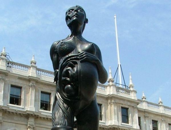 """Virgin Mother"" (Dziewica Matka), Londyn, Anglia"