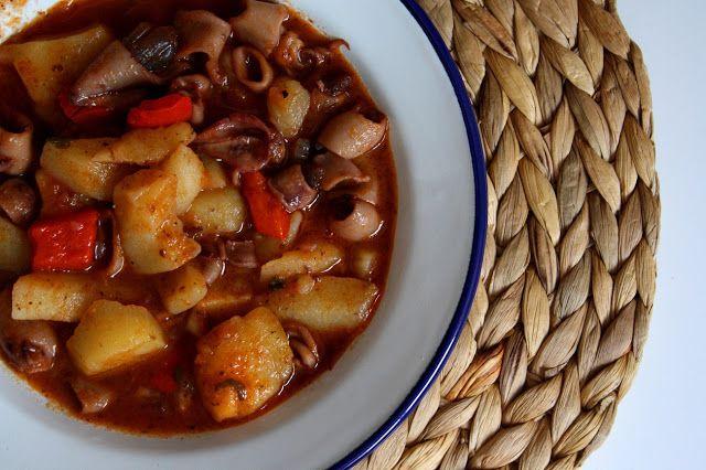 Guiso de Calamares | Las maría cocinillas: Stew, De Calamares, Las María, Meals, Las Maria, María Cocinillas, Cooking Recipes, Salt Recipes, Maria Cocinillas