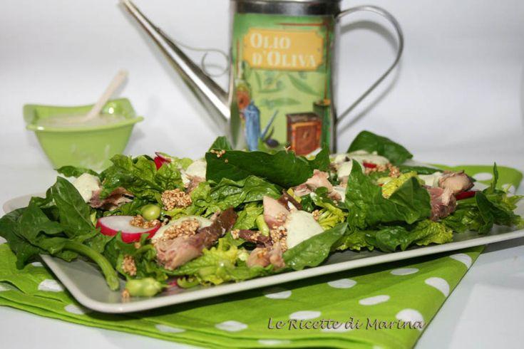 Insalata di spinaci e sgombro con salsa verde