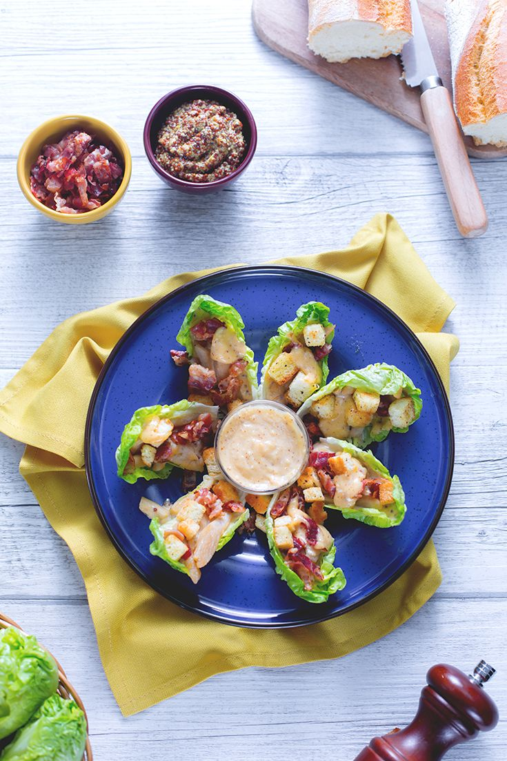 Mini foglie di #lattuga #baby sono trasformate in una #caesar #salad davvero esplosiva! #pancetta #croccante #pollo e una #salsa super #speziata sono un contorno #fingerfood davvero imperdibile! #ricette #GialloZafferano #rock #spicy #NuoviVolti Manuel