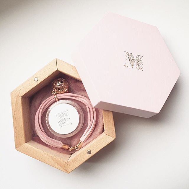 Wooden jewelry case with perfumed treasure inside - blush pink bracelet embellished with rose gold charm filled with fragrance beads Click link in bio to check if your fragrance is available #messhperfumedjewelry #fragrance #charms #blushpink #rosegold #charmbracelet #finejewelry #handmadejewelry #fragrancejewelry #woodencase #hexagon #jewelrycase #unique #jewelryaddict #perfume #fragrancebeads #instajewelry