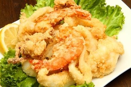 Cena per 2 o 4 persone con antipasti di pesce, primo a scelta, fritto misto illimitato e caraffa di vino bianco  #torino