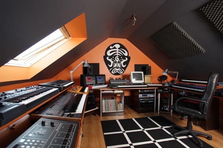 transformation des combles en home studio. Black Bedroom Furniture Sets. Home Design Ideas