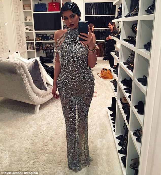 'Hello 1920': Kylie picked a silver gown that was less authentic to the 1920s era, but still stunning