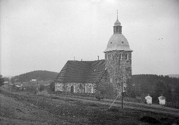 Kangasalan kirkko, taustalla kirkonkylää,  1900-luvun alkupuolella. Kuva: Johannes Pahlman.