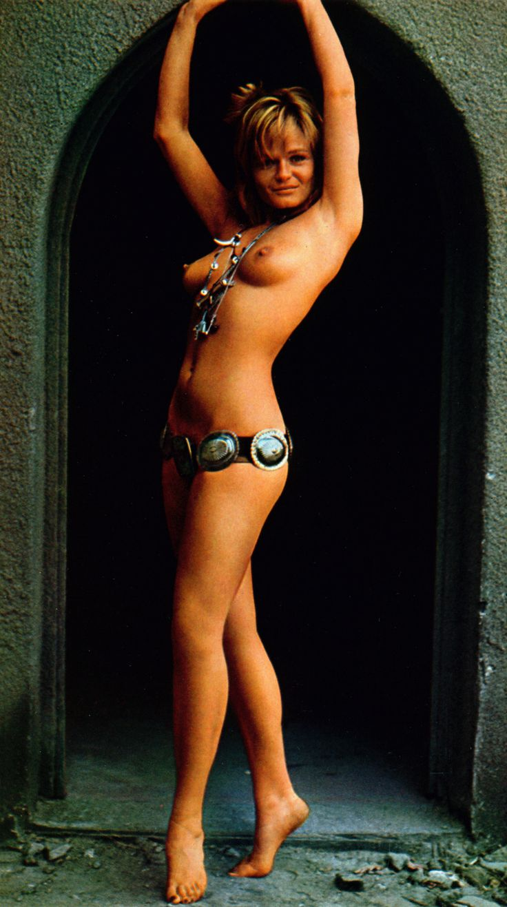 A costume history of women's swimwear in the 20th century. Fashion History of swimsuits to
